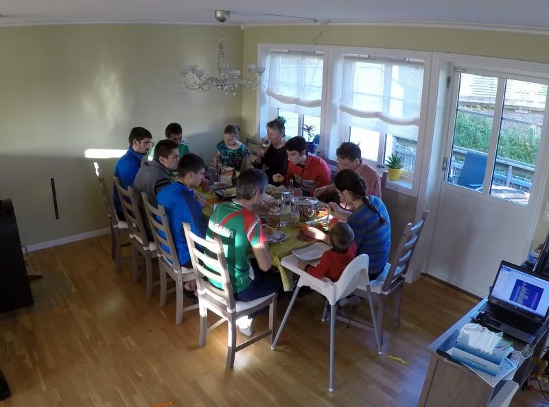 Голяма грил-вечеря за отбора и гостите
