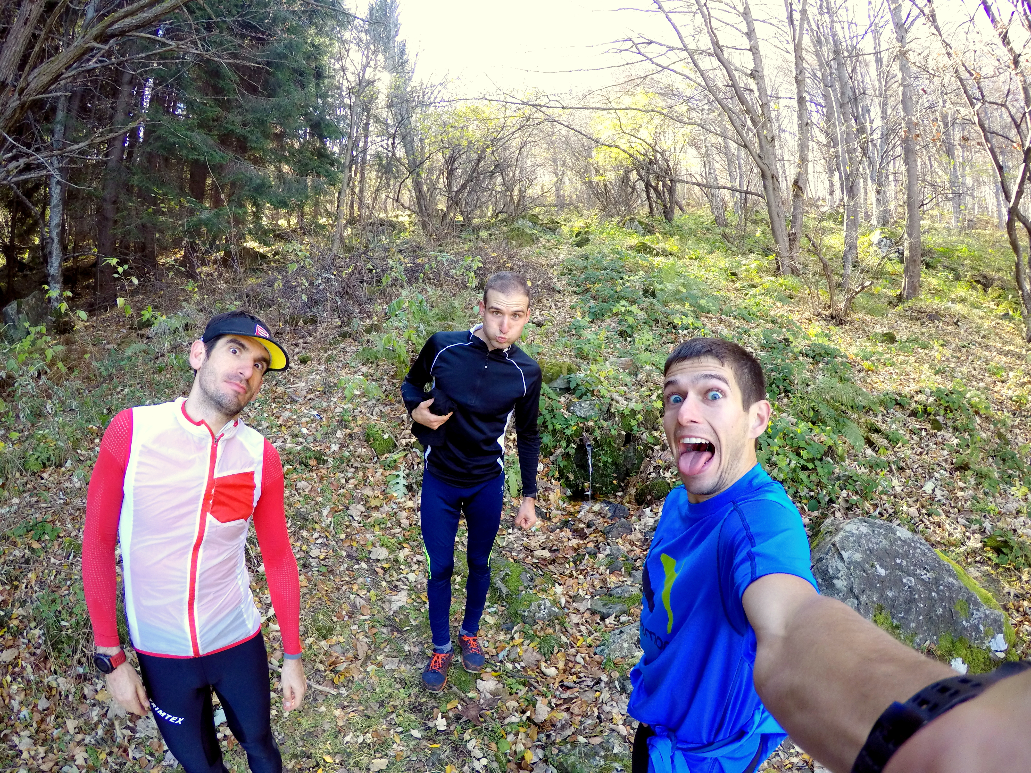 Дългите бягания в планината, с приятна компания, определено са ползотворни тренировки, от които имам нужда!